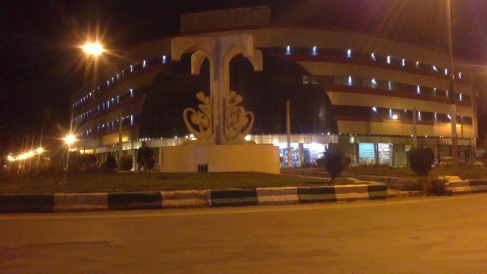 میدان بعثت در شب